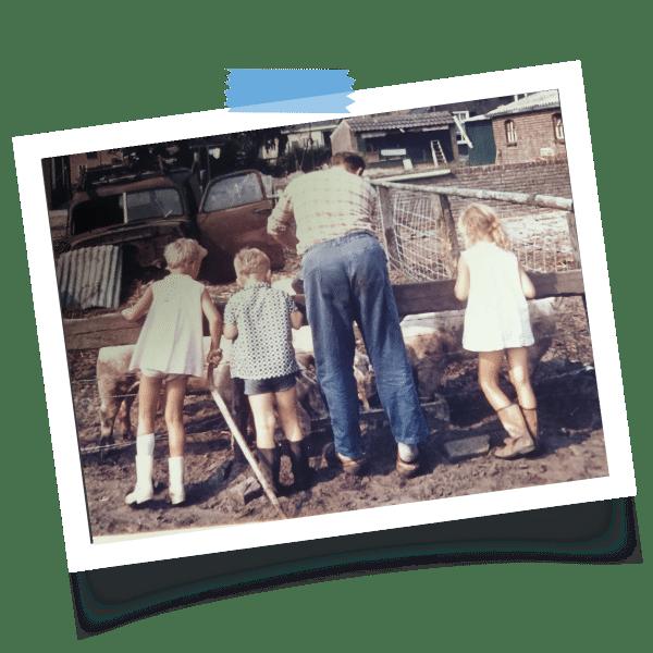 Diane Trommelen als klein meisje op de boerderij